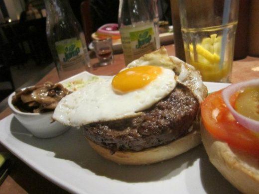 ברביס - המבורגר עם ביצה