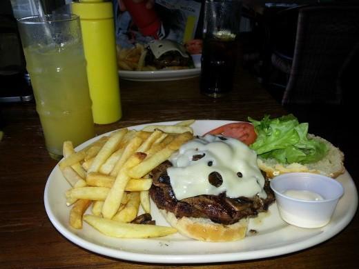 Hana Ranch Restaurant - המבורגר מומלץ במוואי