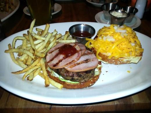 Houston's - המבורגר בסקוטסדייל