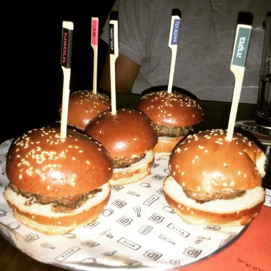 מיני המבורגרים - אגנס פאב תל אביב