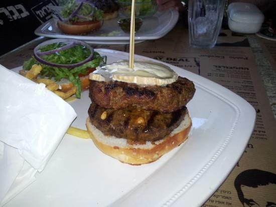 """המבורגר מומלץ בראשל""""צ - הגראז' אוכלים שותים"""