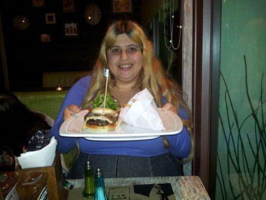 אל קאפונה – קציצת בקר עם גבינת פיקורינו, צ'דר ועשבי תיבול