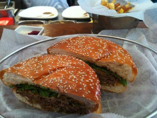 ההמבורגר של ויטרינה אבן גבירול - תענוג!