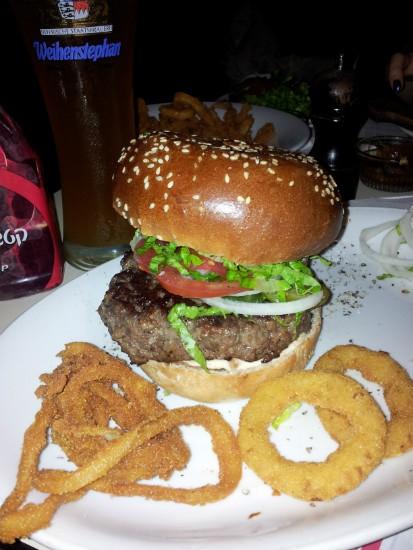 BBB נתניה - המבורגר וטבעות בצל