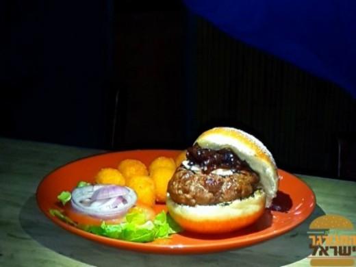 אנטיוכוס - המבורגר בסופגניה של מורדן בר