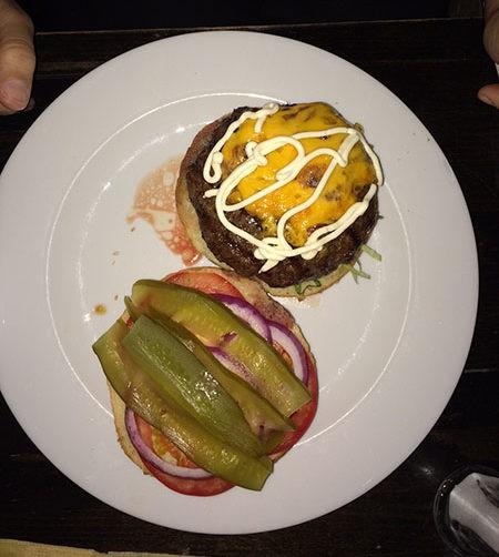 המבורגר זוני, טופינג גבינת צ'דר