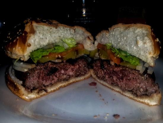 """ההמבורגר של טמפל בר ראשל""""צ"""