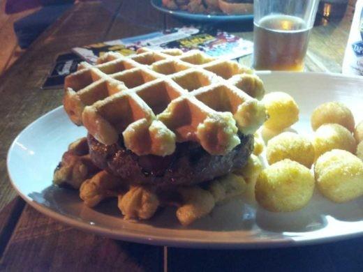 מארי אנטואנט , המבורגר בוופל בלגי - More Than Bar