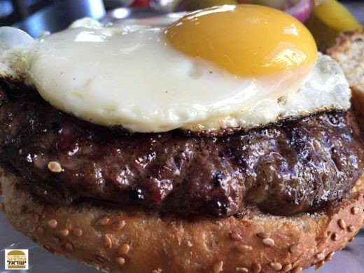 המבורגר עם ביצה של wollfnights, צילום: נפתלי גלעד