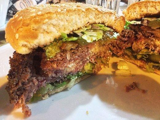 המבורגר שושה שף בורגר - 200 גר' עם גאודה ובייקון