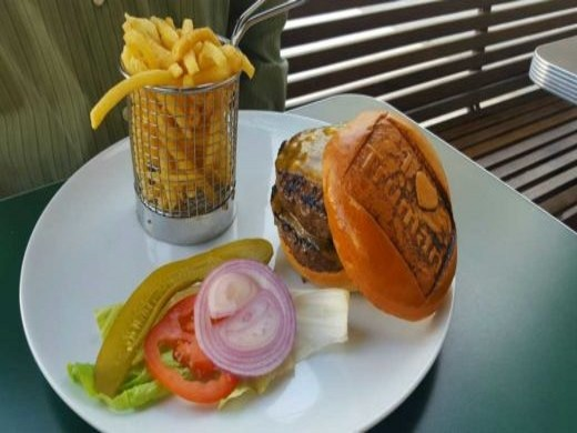 טרומן & קו - צ'יזבורגר עם צ'דר