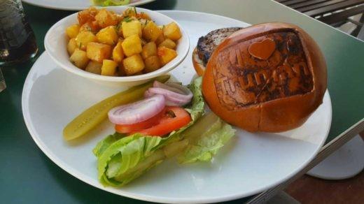 המבורגר220 גרם של טרומן & קו