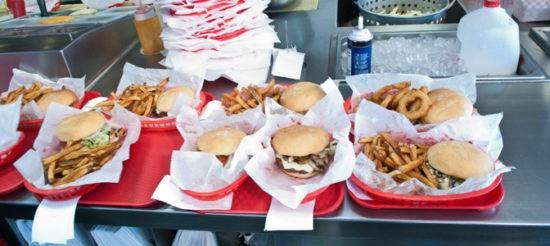 צ'אמפה בורגרז - מגוון המבורגרים טעימים ועסיסיים