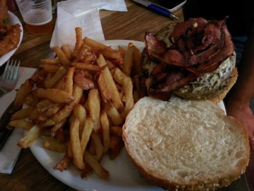 המבורגר פיני של יומנגס כפר סבא