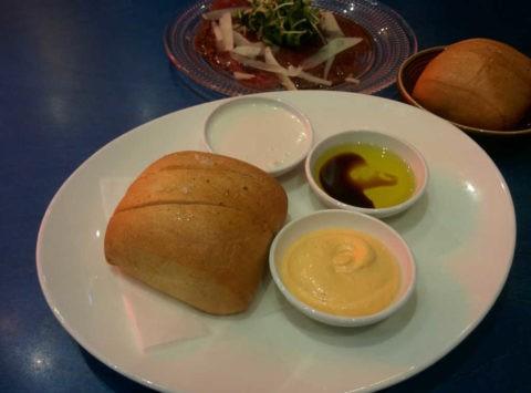 לחם הבית ומטבלים של גריל בר 206