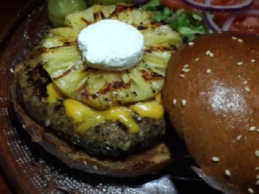 המבורגר עם אננס של הג'ק