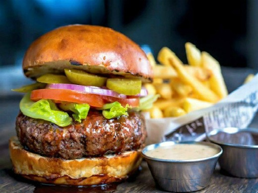"""המבורגר של בשרלה, קרדיט: יח""""צ פייסבוק רשמי"""