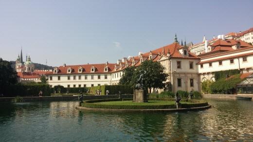 רעות מחפשת המבורגר בפראג