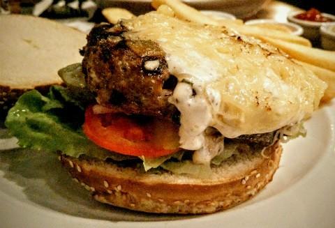 המבורגר עם אננס של טריולה