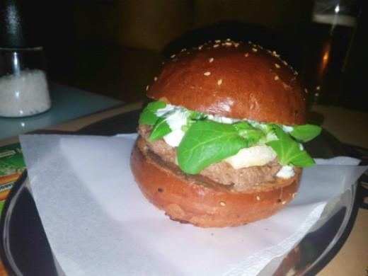 המבורגר מומלץ בפראג - cafe palanda