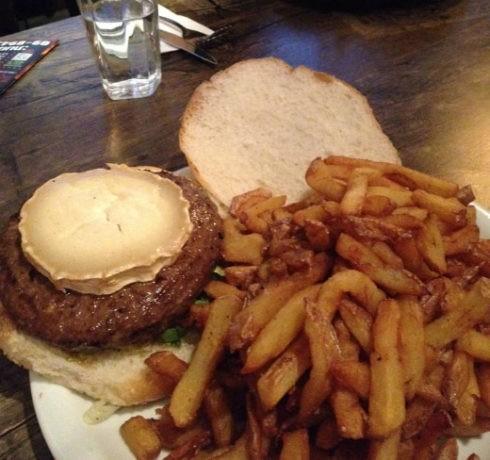 יומנגס גבעת ברנר - המבורגר עם גבינת בושה