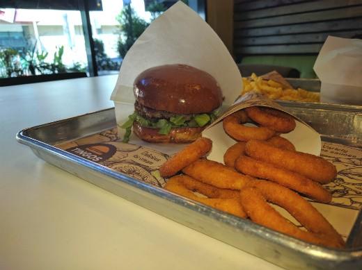 המבורגר כשר ומוצלח - tingos
