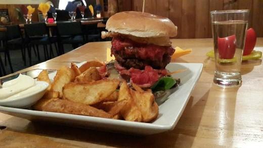 המבורגר מומלץ בניו זילנד - Coromandel Hotel
