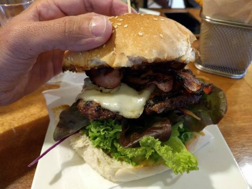 Red Star - המבורגר עם בייקון בלב ניו זילנד