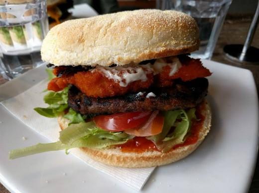ההמבורגר של Velvet Burger
