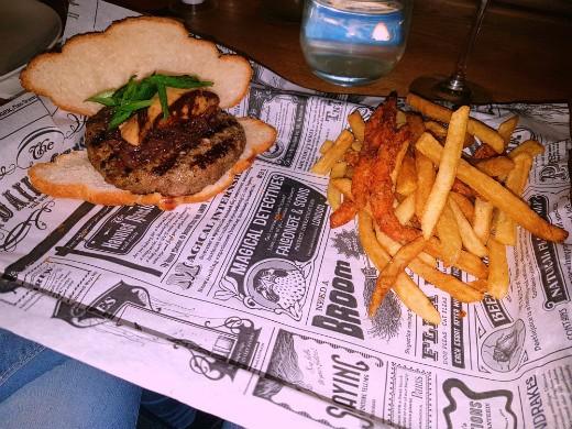 ההמבורגר בקרואסון - בשרלה כפר סבא
