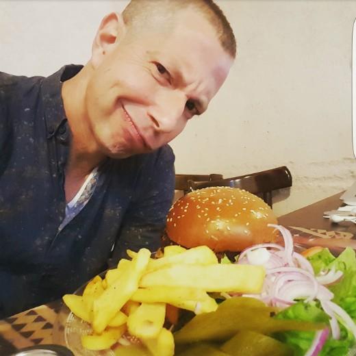צחי כהן פוגשת את המבורגר של מסעדת רג'ינה