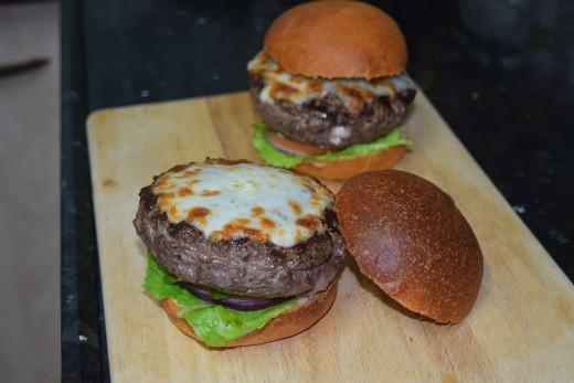 מתכון המבורגר אלפרדו - צ'יזבורגר משודרג בסגנון איטלקי