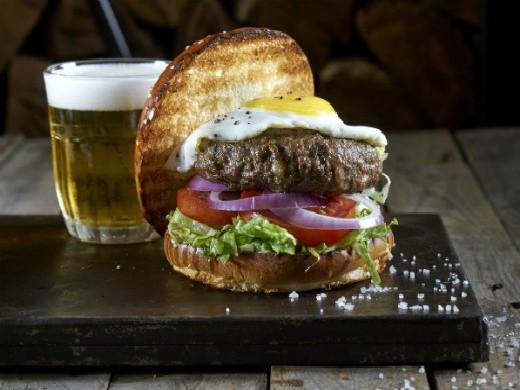 ההמבורגר של אנגוסרי, מקור: אנטולי מיכאלו