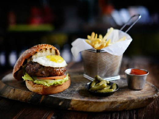הסדנא ירושלים - המבורגר עם ביצת עין, מקור:יח