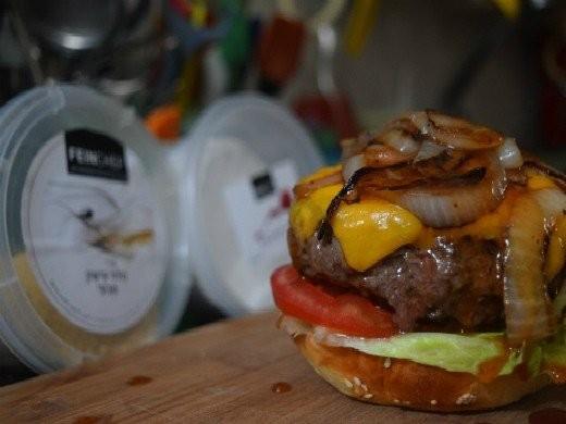 מתכון צ'יזבורגר מעושן, בהשראת פיינקוק