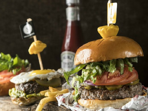 ההמבורגר העסיסי של עד העצם הרצליה, קרדיט: אפיק גבאי.