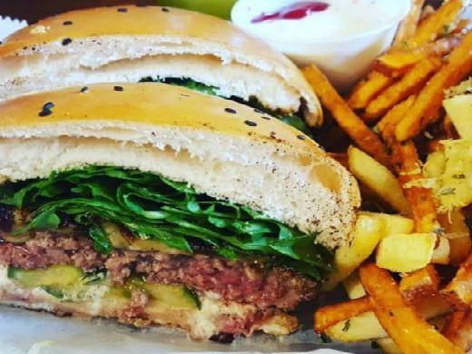 ההמבורגר של ויטרינה לילי - אודי בלכמן מאושר