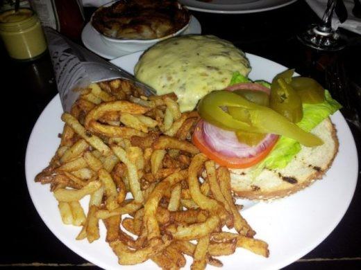 """המבורגר וצ'יפס של בראסרי ת""""א"""