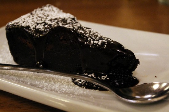עוגת שוקולד של Meat & Meat