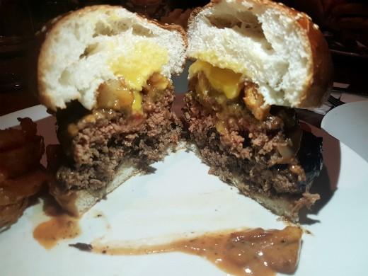 ההמבורגר הכפול של דיקסי
