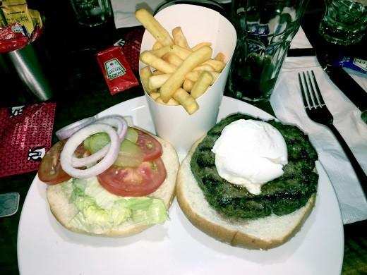 ההמבורגר של דוריס קצבים ראש פינה עם ביצה עלומה