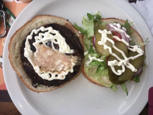 קניבר חיפה - המבורגר שרוף