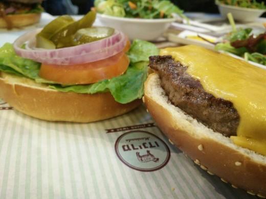 הצ'יזבורגר של מרינדו שרונה מרקט