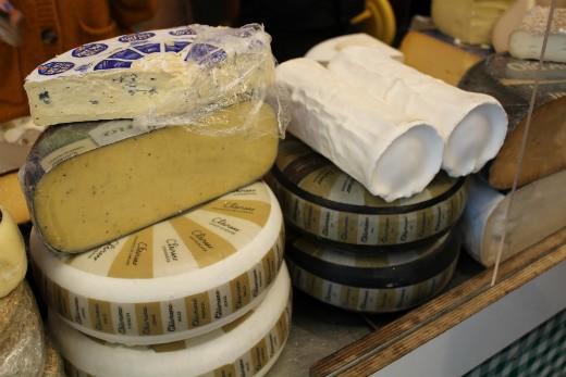 """גבינות עיזים של """"מן האדמה"""" ביריד הפליאו"""
