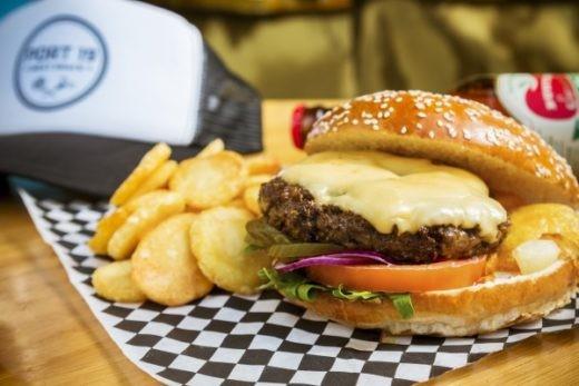 המבורגר שוייצרי עסיסי של פורט 19