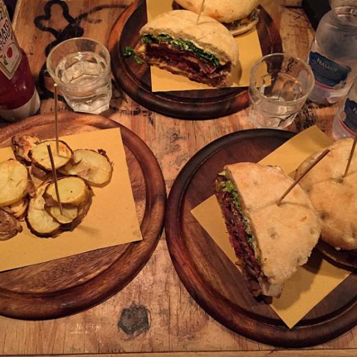 המבורגרים מומלצים וטעימים ברומא - Knick Knack Yoda