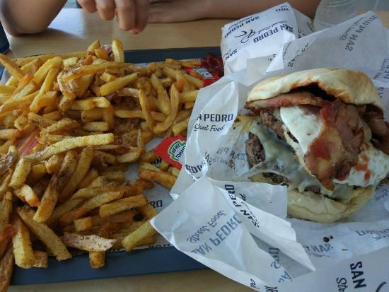 San Pedro Street Food - המבורגר מומלץ בלרנקה