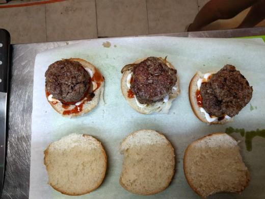 קלאוסבורגר - שלישיה מחכה
