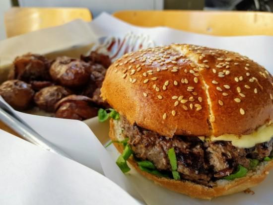 המוסד לסנדוויצ'ים מיוחדים - ההמבורגר של דן יושע