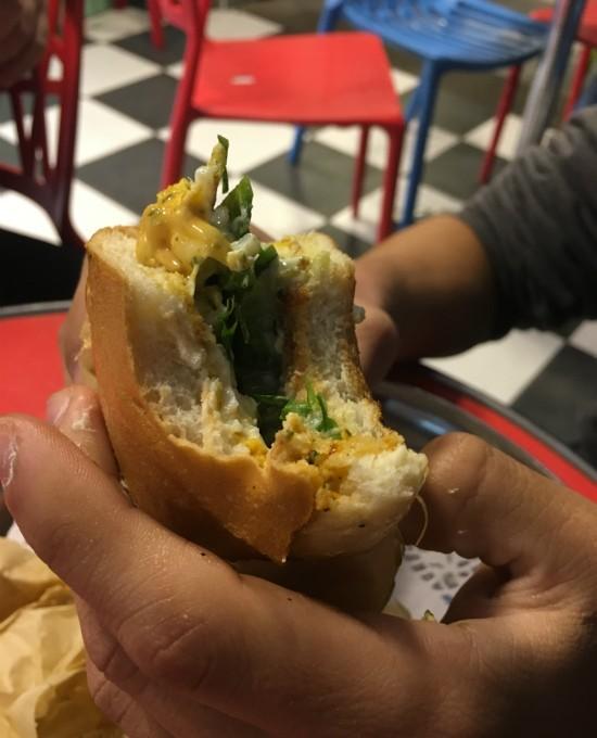 סנדוויץ' סבתא - ביס שווה בחיפה